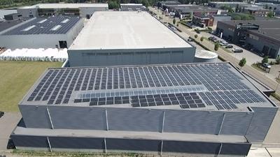 M-plastics voorzien van zonnepanelen - M-plastics